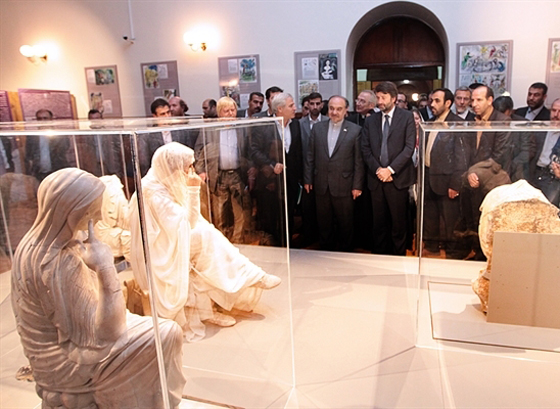 Tehran hosting art exhibition of Penelope statutes
