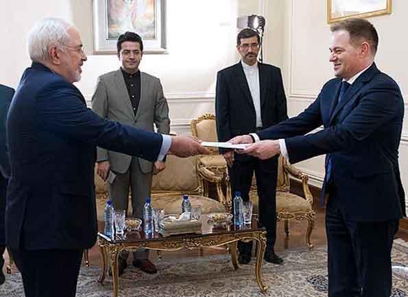 سفیر آلبانی استوارنامه خود را تقدیم ظریف کرد