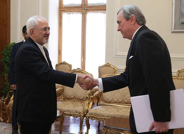 تسلیم رونوشت استوارنامه سفیر جدید اروگوئه به ظریف