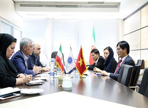 کرباسی در دیدار با سفیر ویتنام بر لزوم تسهیل صدور ویزا و روابط بانکی ایران و ویتنام تاکید کرد