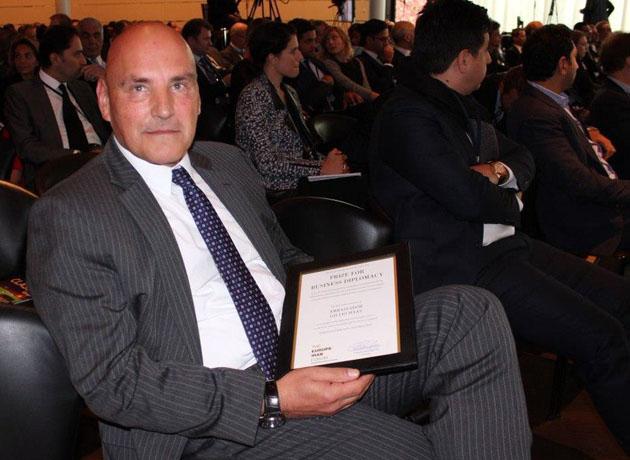 اهدای جایزه دیپلماسی تجاری به سفیر سابق سوئیس در ایران