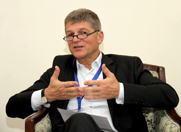 پیتر دروئل: تحریمها علیه ایران پایان یافته و پنجره همکاری گشوده شده است