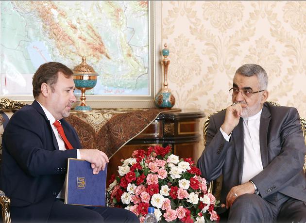 بروجردی در دیدار با سفیر اوکراین: رفع موانع بانکی به ارتقاء سطح روابط دو کشور منجر می شود