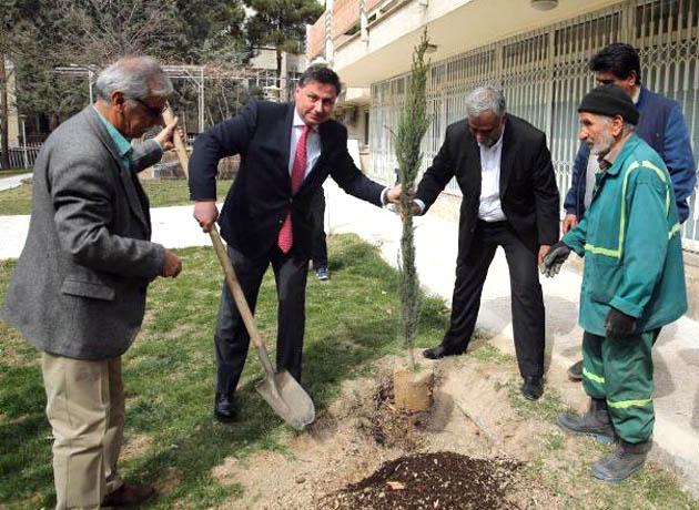 هفت درخت با نماد دوستی تهران و صوفیه در سفارت بلغارستان غرس شد