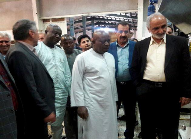 سفیر غنا در تهران از کارخانه روغن نهاوند بازدید کرد