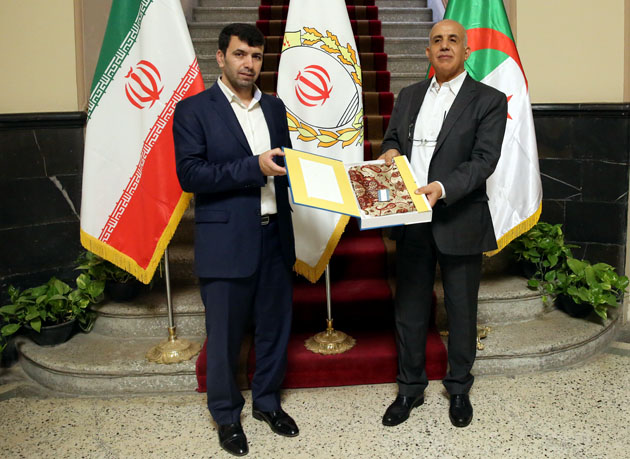 استقبال سفیر الجزایر از برگزاری نمایشگاه مشترک اسکناس با بانک ملی ایران