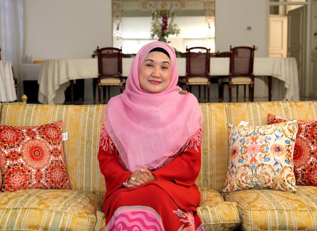 همسر سفیر مالزی در ایران: من عاشق آرامش حافظیه شیراز هستم