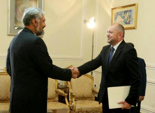 سفیر جدید بوسنی در ایران رونوشت استوارنامه خود را تقدیم سرمدی کرد