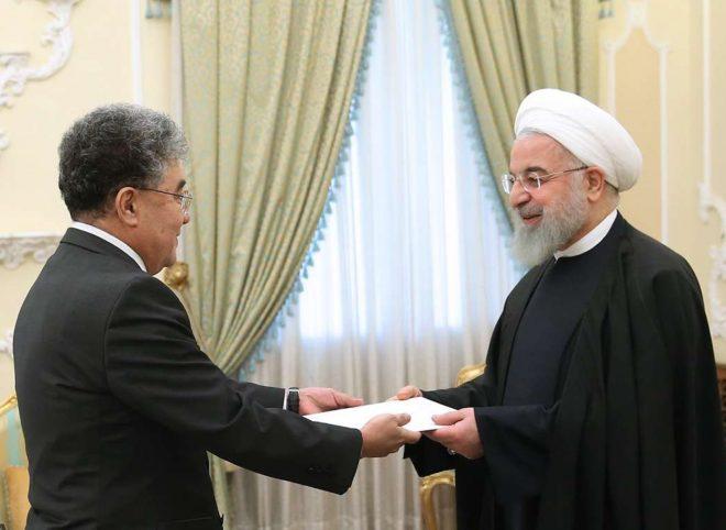 روحانی در دیدار سفیر جدید قزاقستان: ظرفیتهای همکاری روابط تهران – آستانه گسترش خواهد یافت