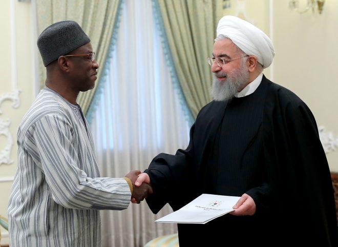 روحانی هنگام دریافت استوارنامه سفیر بورکینافاسو: تلاش جمهوری اسلامی توسعه روابط با کشورهای آفریقایی است