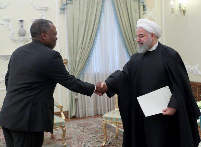 روحانی هنگام دریافت استوارنامه سفیر کنگو: اراده ایران، توسعه مناسبات اقتصادی و سیاسی با کنگو است