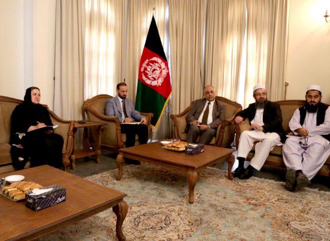 دیدار سرپرست سفارت افغانستان با نمایندگان مهاجران آسیب دیده از سیل اخیر