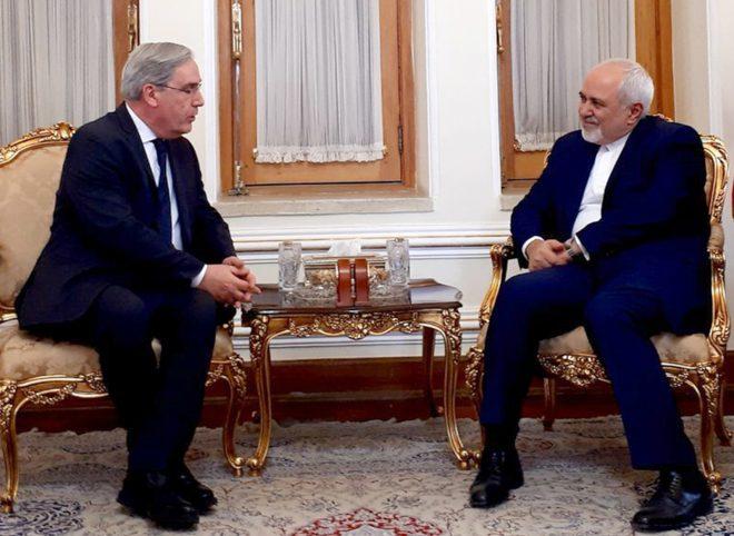 ظریف: آماده همکاری با فرانسه برای حل مشکلات منطقه هستیم