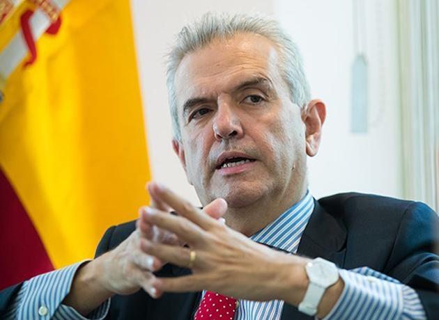 سفیر اسپانیا خطاب به کلانتری: ۳۰ سال قبل در شمال تهران برفهایی با ارتفاع دو متر می آمد