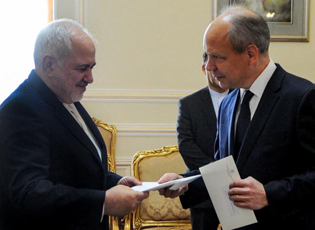 سفیر جدید سوئد در تهران رونوشت استوار نامه خود را تقدیم ظریف کرد
