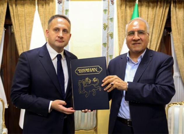 تشکر سفیر لهستان از شهردار اصفهان به دلیل برپایی نمایشگاه گرافیک لهستانیها در اصفهان