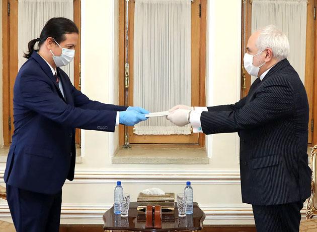 سفیر جدید نیکاراگوئه رونوشت استوارنامه خود را تقدیم ظریف کرد