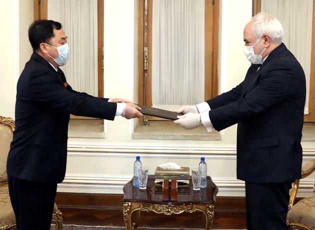 سفیر جدید کره شمالی رونوشت استوارنامه خود را تقدیم ظریف کرد